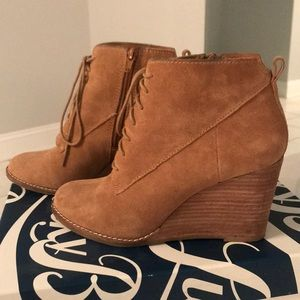 Adorable Lucky Brand suede booties